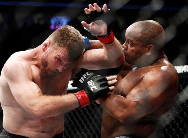 UFC 헤비급 타이틀매치 미오치치VS코미어. ⓒ 뉴시스