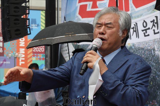 개신교발 코로나19 확진자가 폭증하고 있는 가운데 지난 15일 오후 서울 광화문 세종대로 일대에서 열린 보수단체의 문재인 정부 규탄 대규모 집회에서 전광훈 사랑제일교회 목사가 발언을 하고 있다. ⓒ데일리안 홍금표 기자