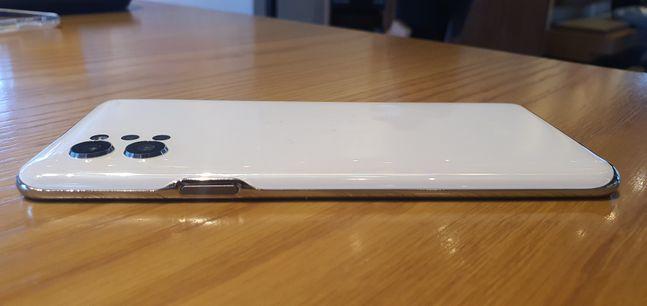 LG전자 스마트폰 'LG Q92' 측면.ⓒ데일리안 김은경 기자