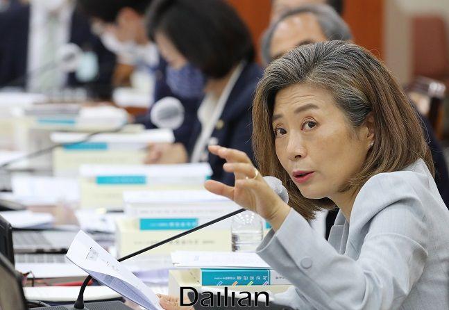 더불어민주당 양이원영 의원이 20일 오전 서울 여의도 국회에서 열린 환경노동위원회 전체회의에서 질의하고 있다. ⓒ뉴시스