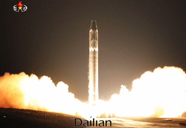 북한의 대륙간탄도미사일(ICBM) 화성-15형이 발사되는 모습(자료사진) ⓒ조선중앙TV