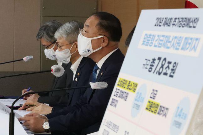 홍남기 부총리 겸 기획재정부 장관이 10일 오후 서울 종로구 정부서울청사에서 열린