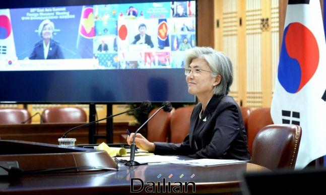 강경화 외교부 장관이 지난 9일 화상으로 개최된 한·아세안 외교장관회의에 참석하고 있다. ⓒ외교부
