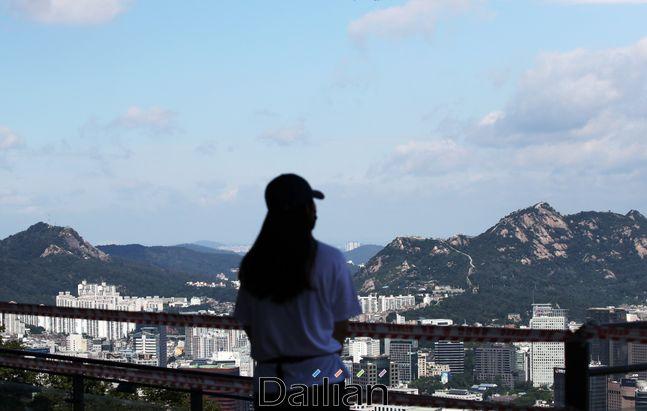 태풍이 물러간 8일 서울 남산에서 바라본 하늘이 맑은 모습을 보이고 있다. ⓒ데일리안 류영주 기자