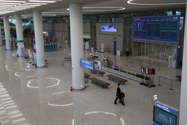 인천국제공항 제2여객터미널 도착장이 신종 코로나바이러스 감염증(코로나19)의 영향으로 한산한 모습을 보이고 있다.(자료사진) ⓒ데일리안 류영주 기자