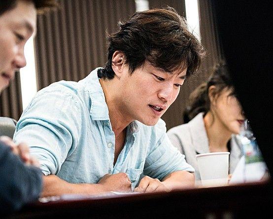스크린 밖 배우 이희준.