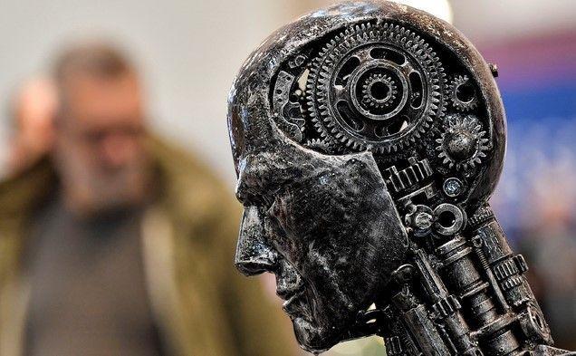 지난해 11월29일 독일 에센에서 열린 에센 모터쇼에 인공지능(AI)을 상징하는 사람 머리 모양의 두상이 전시돼 있다.ⓒ뉴시스