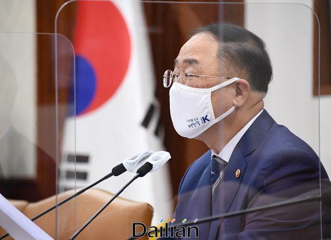 홍남기 부총리 겸 기획재정부 장관이 9월 14일 서울 광화문 정부서울청사에서