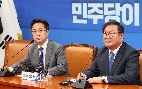 박성준 더불어민주당 원내대변인과 김태년 민주당 원내대표(자료사진) ⓒ뉴시스