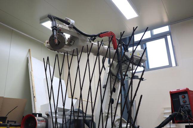 철근 제작용 금속 3D 프린팅 모습.ⓒ현대엔지니어링