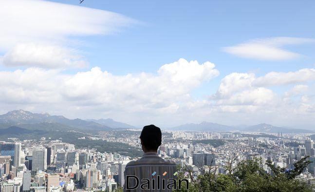 태풍이 물러간 지난 8일 서울 남산에서 바라본 하늘이 맑은 모습을 보이고 있다.ⓒ데일리안 류영주 기자
