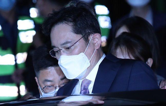 이재용 삼성전자 부회장이 지난 6월 9일 오전 경기도 의왕 서울구치소를 나서고 있다.(자료사진)ⓒ데일리안 류영주 기자