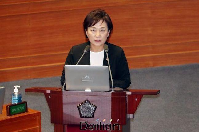 김현미 국토교통부 장관이 지난 7월 열린 국회 본회의 경제에 관한 대정부 질문에서 의원들의 질문에 답변하고 있다. ⓒ데일리안 박항구 기자