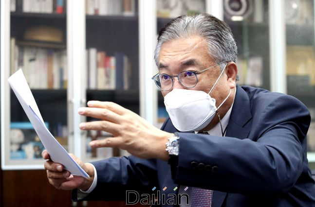 국민의힘 5선 중진 정진석 의원이 의원회관 자신의 사무실에서 데일리안과 인터뷰를 갖고 있다. ⓒ데일리안 박항구 기자