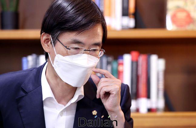 국민의힘 5선 중진 조경태 의원이 의원회관 의원열람실에서 데일리안과 인터뷰를 갖고 있다. ⓒ데일리안 박항구 기자