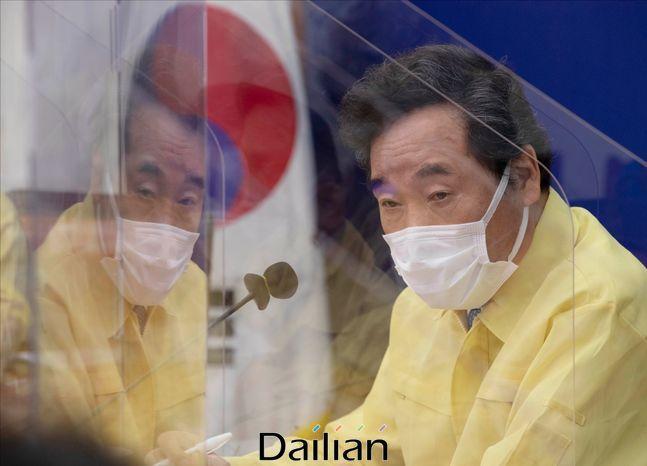 이낙연 상임위원장이 지난 8일 오후 서울 여의도 국회에서 열린 더불어민주당 제1차 코로나19 국난극복위원회 전체회의에서 발언을 하고 있다. ⓒ국회사진취재단