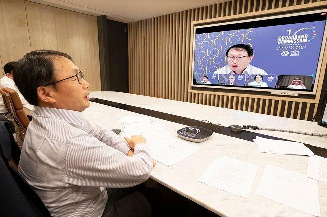 구현모 KT 대표가 지난 18일 화상회의로 이뤄진브로드밴드 위원회 정기회의에 참석해ICT기반 글로벌 감염병 공동 대응체계 구축을 제안하고 있다. ⓒ KT