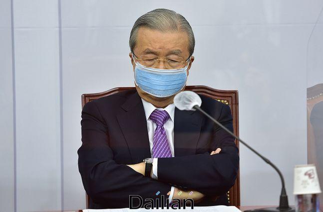 국민의힘 김종인 비상대책위원장이 21일 오전 국회에서 열린 비상대책위원회의에서 생각에 잠겨있다. ⓒ데일리안 박항구 기자