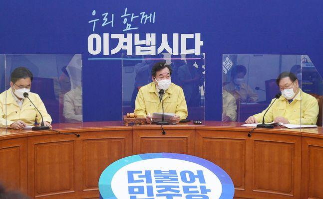 더불어민주당 이낙연 대표가 21일 오전 서울 여의도 국회에서 열린 최고위원회의에서 발언을 하고 있다.ⓒ데일리안 박항구 기자