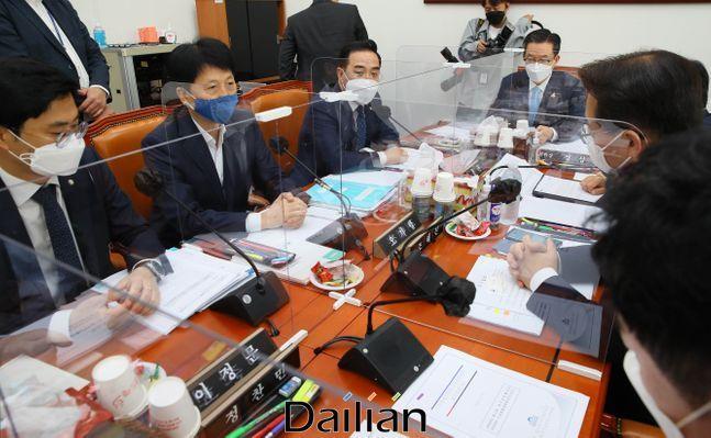 21일 국회에서 예산결산특별위원회 제4회추경예산안등조정소위원회가 열리고 있다. ⓒ데일리안 박항구 기자