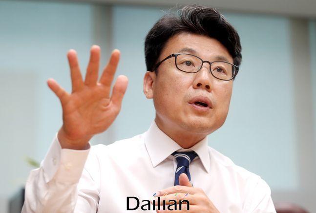 더불어민주당 진성준 의원이 22일 국민의힘 박덕흠 의원의