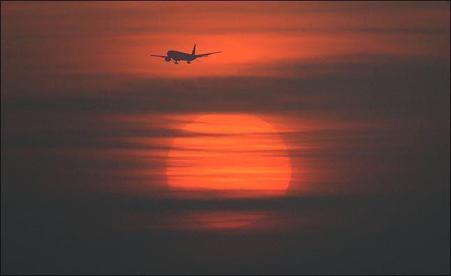 인천국제공항 인근에서 항공기가 비행을 하고 있는 모습.(자료사진)ⓒ데일리안 박항구 기자