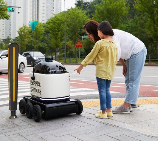 수원 광교앨리웨이에서 시범서비스 중인 딜리드라이브.ⓒ우아한형제들