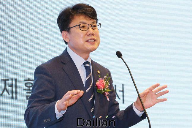 진성준 더불어민주당 의원이 24일 오전 서울 여의도 CCMM빌딩에서 열린 데일리안 창간 16주년
