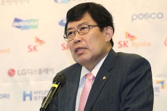 윤창현 국민의힘 의원이 24일 오전 서울 여의도 CCMM빌딩에서 열린 데일리안 창간 16주년 2020 경제산업비전포럼