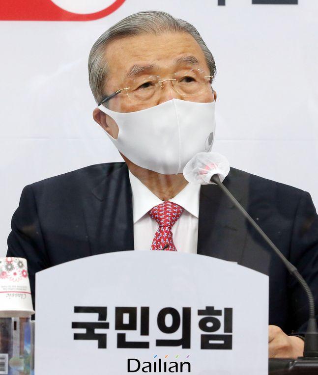 김종인 국민의힘 비대위원장이 24일 오전 서울 여의도 국회에서 열린 비상대책위원회의에 참석해 발언을 하고 있다.ⓒ뉴시스