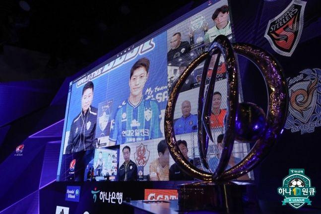 울산 현대 김도훈 감독과 이청용. ⓒ 한국프로축구연맹