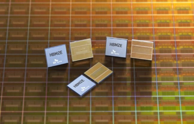 SK하이닉스가 생산하는 초고속 HBM2E D램의 모습.(자료사진)ⓒSK하이닉스