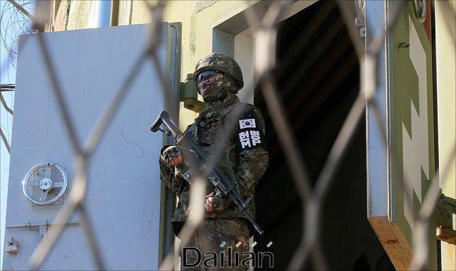 경계임무를 수행하고 있는 군인(자료사진).ⓒ사진공동취재단