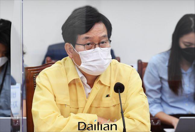 신동근 더불어민주당 최고위원이 25일 당 회의 발언을 통해 박덕흠 의원 관련 국민의힘 지도부에 사과를 촉구했다.(자료사진) ⓒ데일리안 박항구 기자