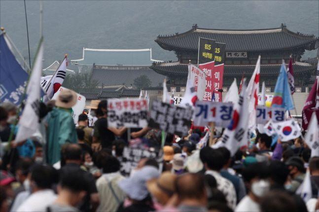 8월 15일 오후 서울 광화문 세종대로 일대에서 보수단체들이 문재인 정부를 규탄하는 대규모 집회를 갖고 있다. ⓒ데일리안 홍금표 기자