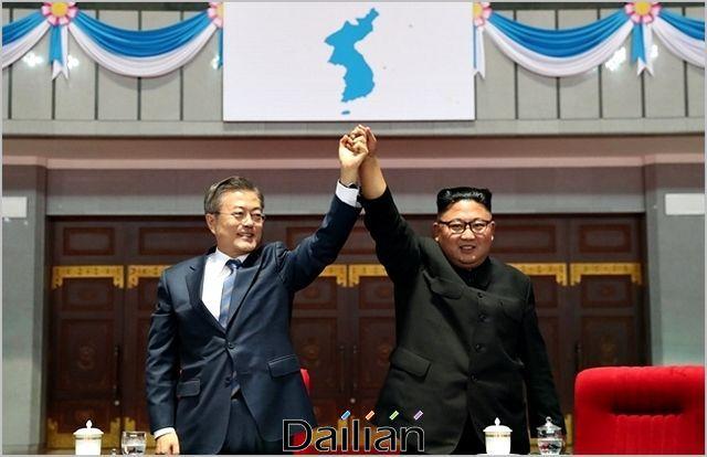 문재인 대통령과 김정은 북한 국무위원장(자료사진) ⓒ평양사진공동취재단