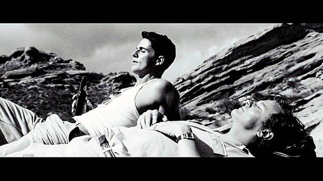 행복한 한때, 짐(매튜 구드 분)과 조지(콜런 퍼스 분, 오른쪽) ⓒ하준사 제공