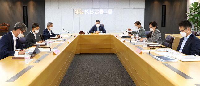 KB금융그룹이 25일 서울 여의도본점에서 ESG위원회를 진행하고 있다.ⓒKB금융그룹