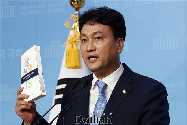 더불어민주당 안민석 의원이 오산버드파크 민간 투자자에게 욕설이 담긴 문자 메시지는 보낸 사실이 드러나 논란이 되고 있다.(자료사진) ⓒ데일리안 박항구 기자