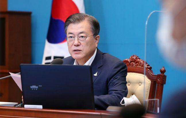 문재인 대통령이 28일 오후 청와대 여민관에서 열린 수석·보좌관회의에 참석해 모두발언을 하고 있다. ⓒ뉴시스