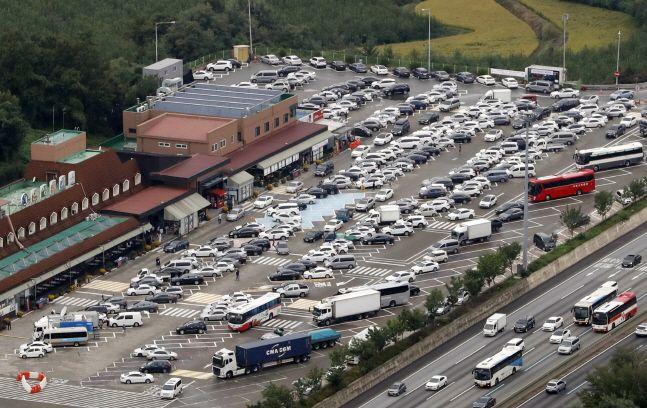 경기 안성 휴게소가 귀성길 차량으로 가득 차 있다.(자료사진)ⓒ뉴시스