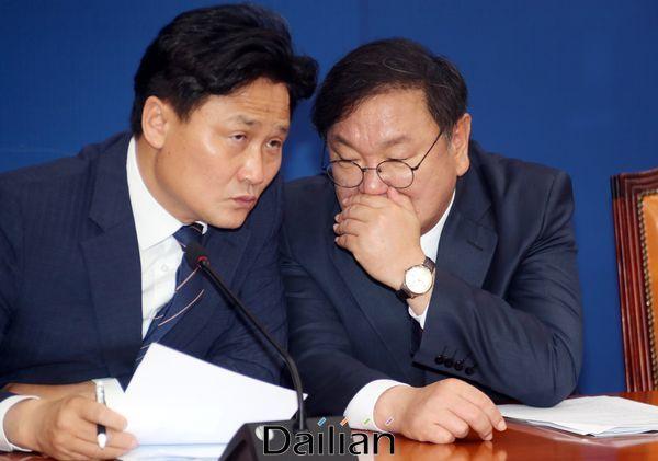 김영진 원내수석부대표(왼쪽)와 김태년 더불어민주당 원내대표. ⓒ데일리안 박항구 기자