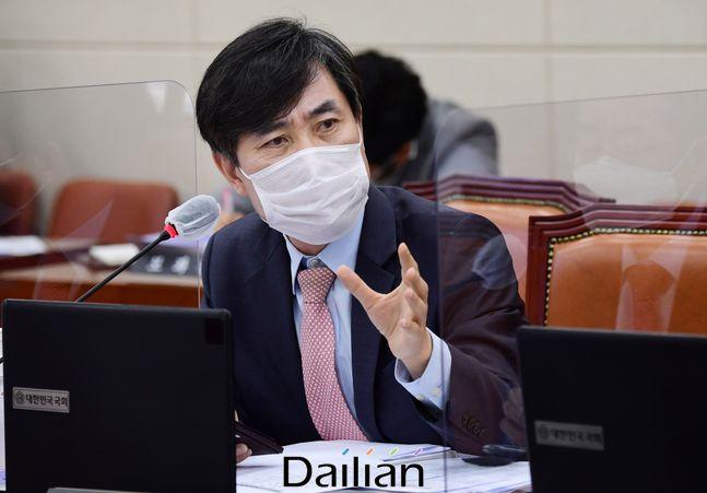 하태경 국민의힘 의원이 지난 16일 국회에서 열린 서욱 국방부 장관 후보자 인사청문회에서 질의를 하고 있다. ⓒ데일리안 박항구 기자
