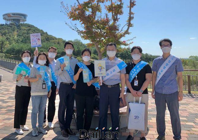한전KPS 직원들이 청렴 캠페인에서 사진을 촬영하고 있다. ⓒ한전KPS