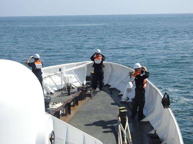 해경이 실종된 해양수산부 소속 공무원을 수색하고 있다. ⓒ해양경찰청 제공