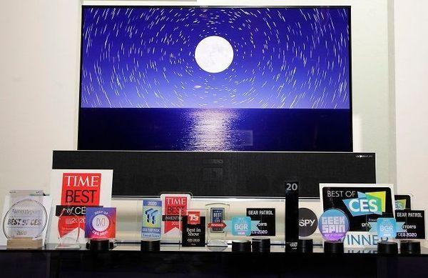 7~10일(현지시간) 미국 라스베이거스에서 열린 세계 최대 전자·IT 전시회 'CES 2020' 공식 어워드 파트너인 엔가젯으로부터 TV 부문 '최고상'을 받은 LG 올레드 TV.ⒸLG전자