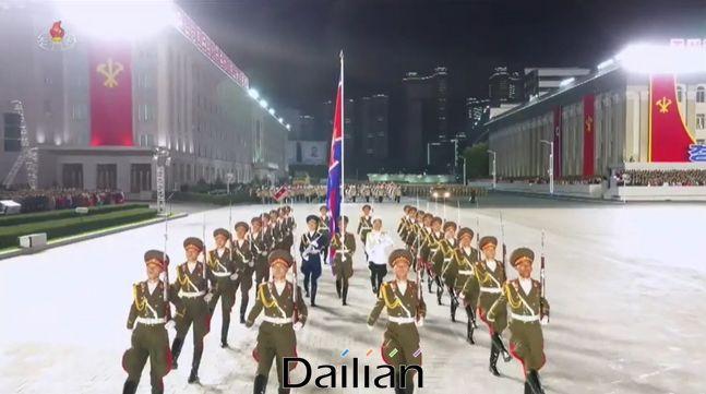 10일 북한 평양 김일성광장에서 대규모 열병식이 진행되는 모습. ⓒ조선중앙TV 갈무리