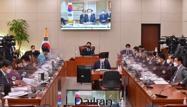 이수혁 주미대사가 12일 화상으로 진행된 국회 외교통일위원회 국정감사에서 질의에 답변하고 있다. ⓒ데일리안 박항구 기자
