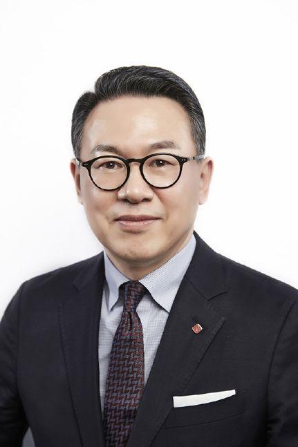 지난 8월 인사를 통해 롯데지주 대표로 선임된 이동우 사장.ⓒ롯데지주