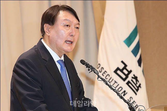 윤석열 검찰총장이 라임 관련 검사 비위 의혹에 대해 철저한 수사를 지시했다고 대검찰청이 17일 밝혔다.(자료사진) ⓒ데일리안 류영주 기자